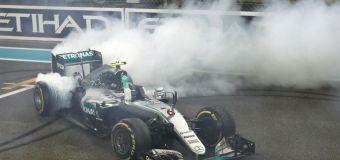 Ο Rosberg πανηγύρισε τον τίτλο παρά τη νίκη του Hamilton στο Abu Dhabi