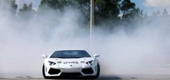 Video: Τα παιχνίδια της Lamborghini Aventador