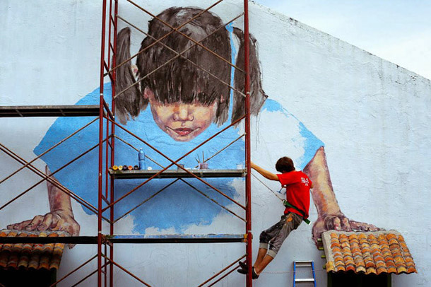 Ernest Zacharevic paints Penang, Muntri Street