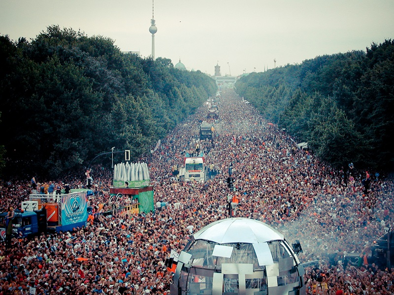 Unbelievable photos of Berlin Love Parade