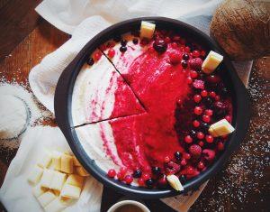 gâteau nappé de crème chantilly coco