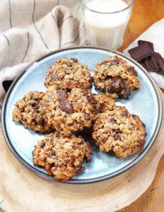 Cookies aux flocons d'avoine, chocolat noir et cerneaux de noix