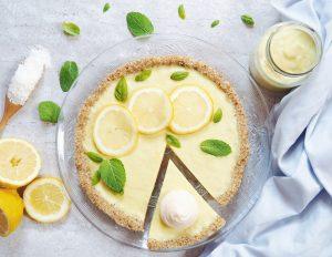 Tarte au citron avec des meringues à l'aquafaba. Vegan et sans gluten.
