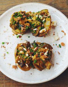 Pommes de terre farcies aux champignons et courgettes, sauce lait de coco et curry
