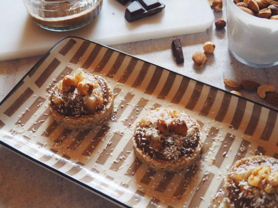 tarte crue noix de coco, poire-chocolat et noisette