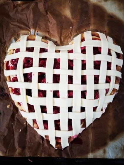 Tarte rustique aux fruits rouges et à la crème pâtissière au citron pour la Saint Valentin