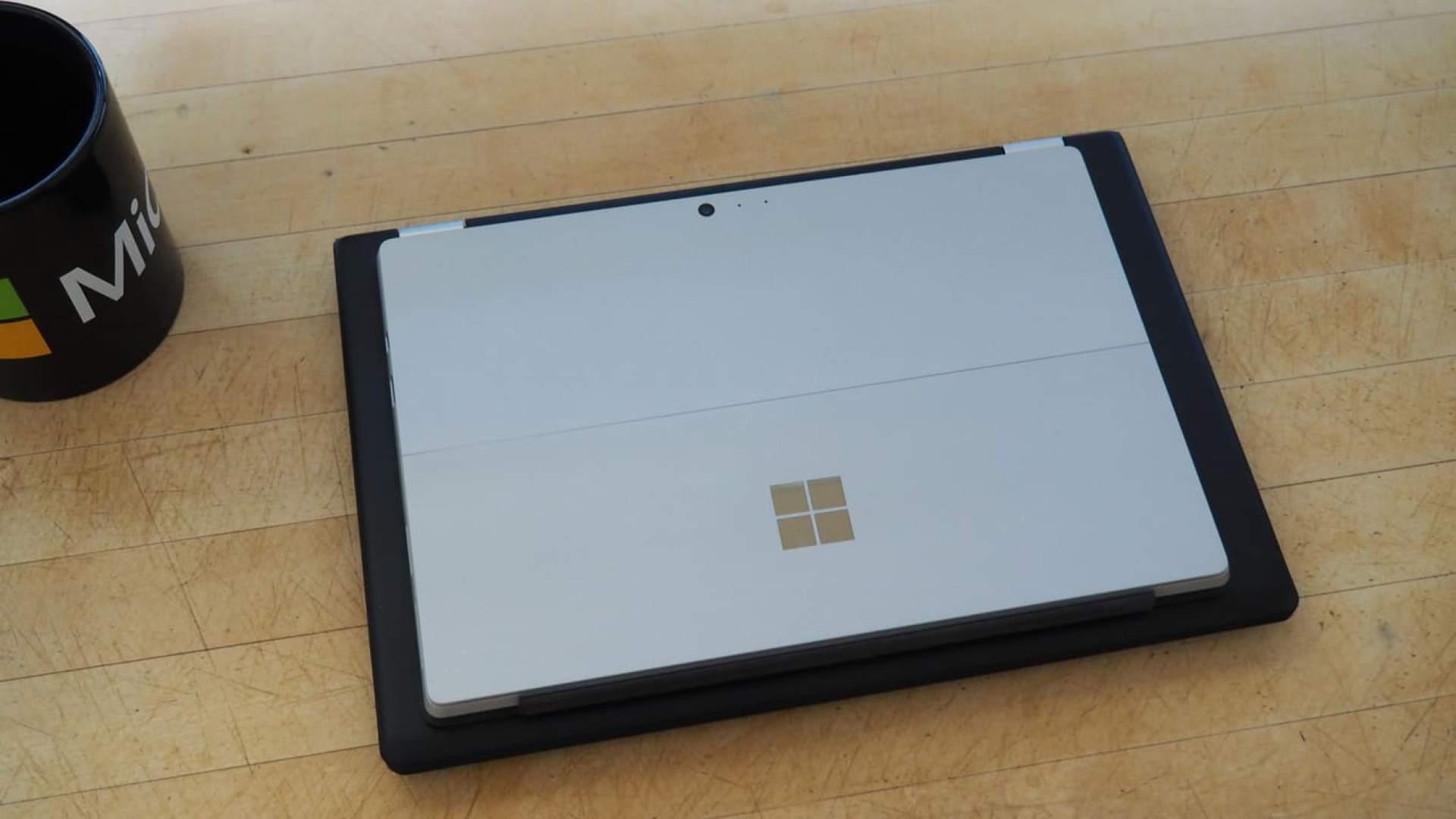 Lenovo Yoga 700 vs Surface Pro 4 Size