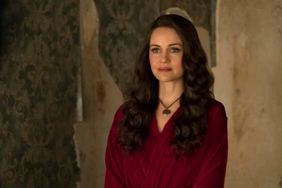 The-Haunting-of-hill-house-carla-gugino-s1