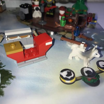 #legocityadvent Day 23: today Santa's sleigh arrived but no sign of the red-suited guy himself