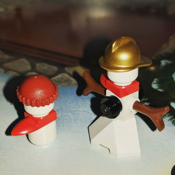 #legocityadvent Day 1: a pair of snowmen. Well snowboy & snow fireman....