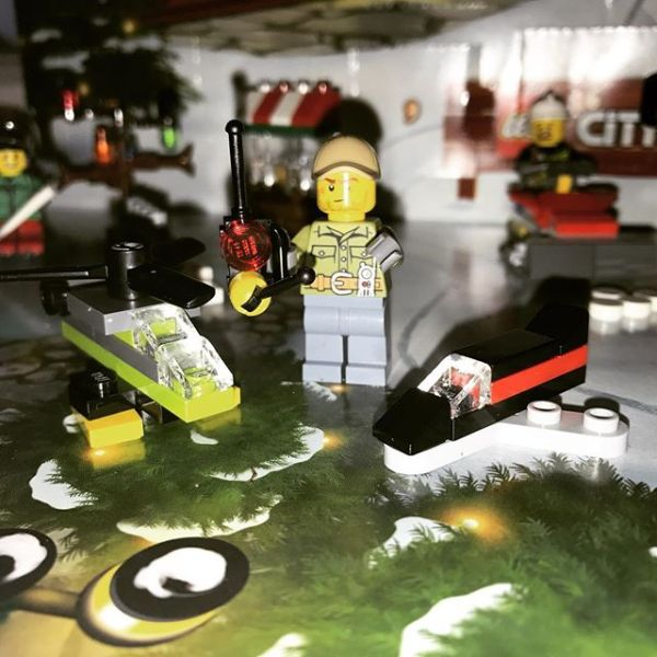#legocityadvent Day 16: maintenance man gets another drone to explore with...