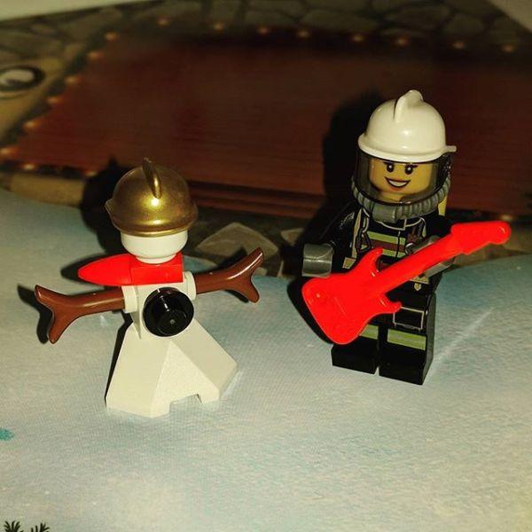 #legocityadvent Day 2: a rocking fireman to join snow fireman.