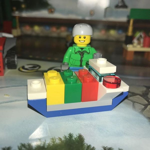 Snowboard boy is not sure what has arrived in #legocityadvent - a boat maybe?