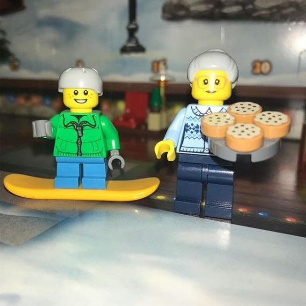 Snowboard is happy as pizza Granny has arrived in #legocityadvent