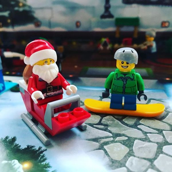 The big man has arrived in #legocityadvent to the delight of snowboard boy.