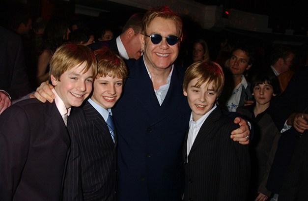 Sir Elton John avec les 3 Billys à la première du musical