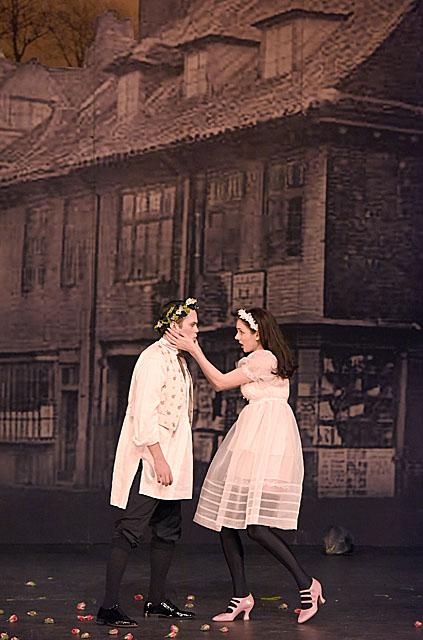 Melody LOULEDJIAN (Ciboulette) - Julien BEHR (Antonin) - A l Opera Comique - Photo : Vincent PONTET