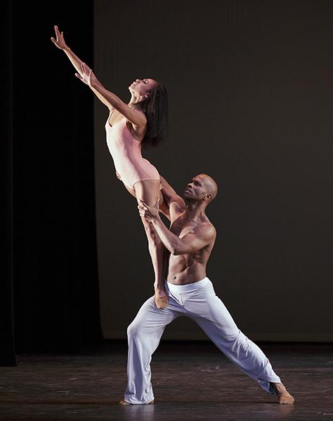 After The Rain Choreography: Christopher Wheeldon Alvin Ailey American Dance Theater Credit Photo: Paul Kolnik studio@paulkolnik.com