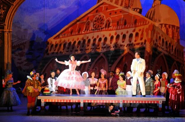 8 - Kiss Me, Kate ! - Christine Buffle (Katherine) - David Pittsinger (Petruchio) (c) Théâtre du Châtelet - Marie-Noëlle Robert