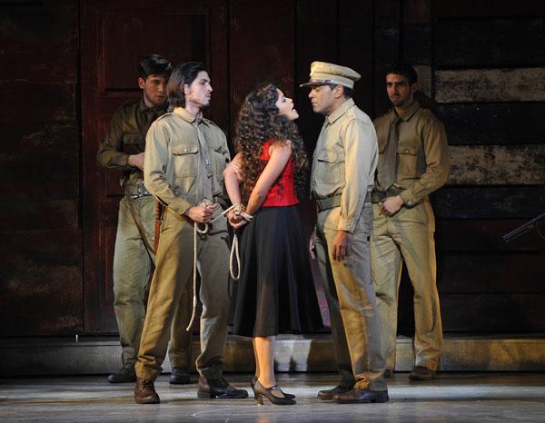 04b - Joel Prieto (José) - Luna Manzanares (Carmen) - Eman XorOña (Sergent Moreno) @ Théâtre du Châtelet - Marie-Noëlle Robert