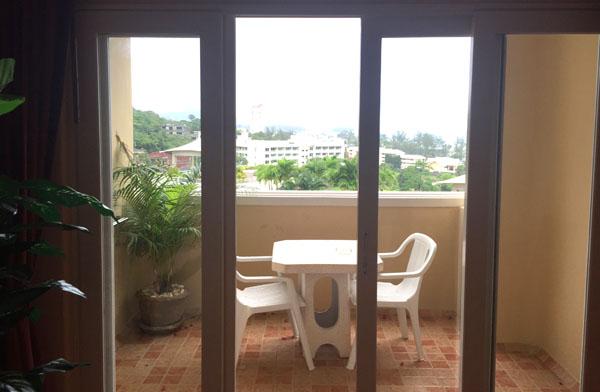 balcony studio suite