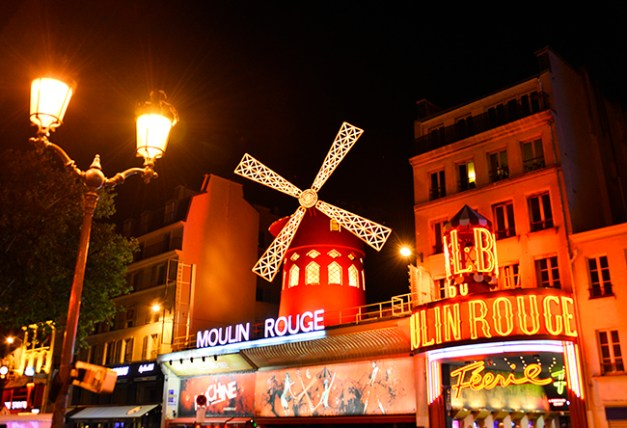 moulin-rouge-facade-nuit-moulin-rouge-s-bertrand