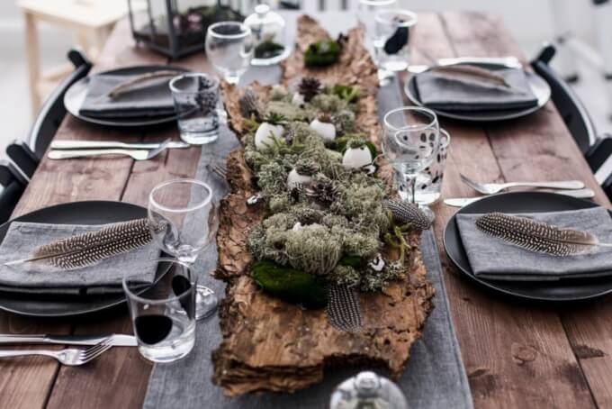 Decorate the romantic centerpiece with a decorative tray