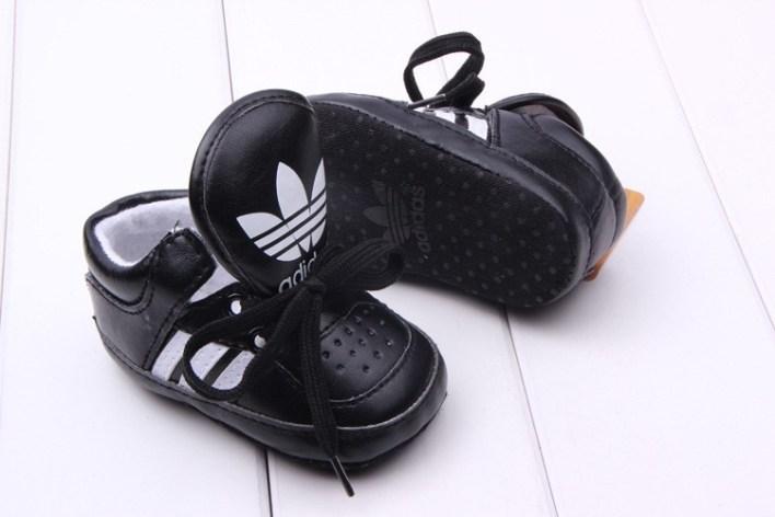 أديداس و أحذية الأطفال اللماعة الجديدة (2)