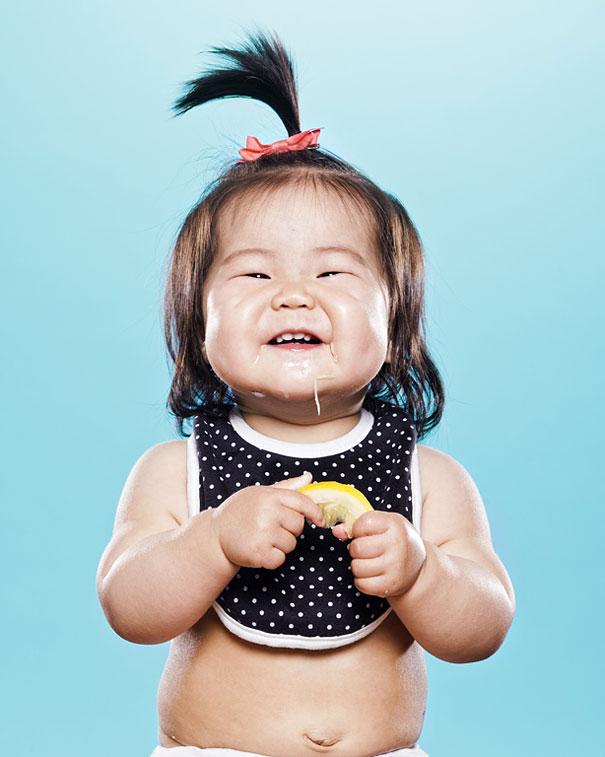 اطفال يتذوقون الليمون للمرة الاولى في حياتهم 7