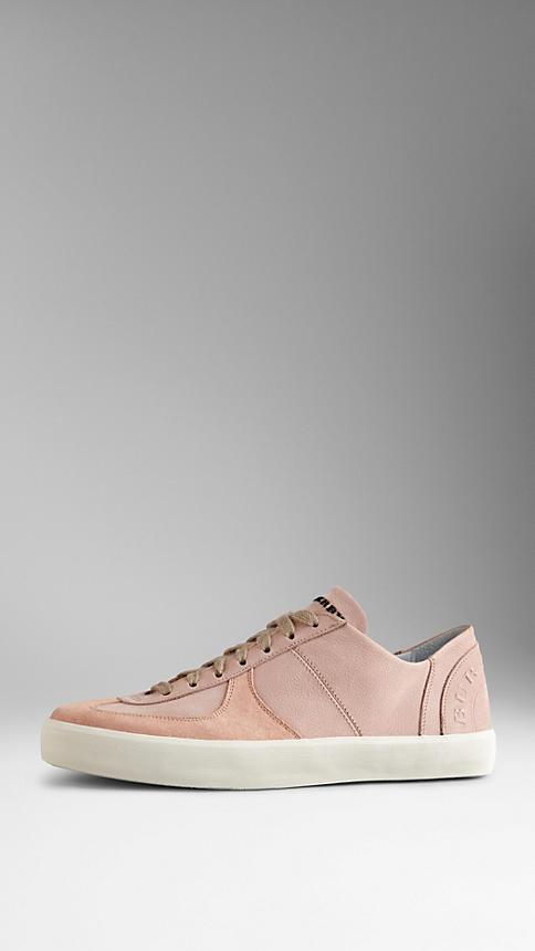 الأحذية الرياضية النسائية المميزة بشعار بربري (9)