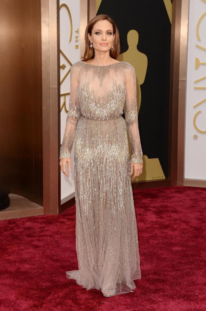 انجلينا جولي تتألق بفستان من تصميم ايلي صعب