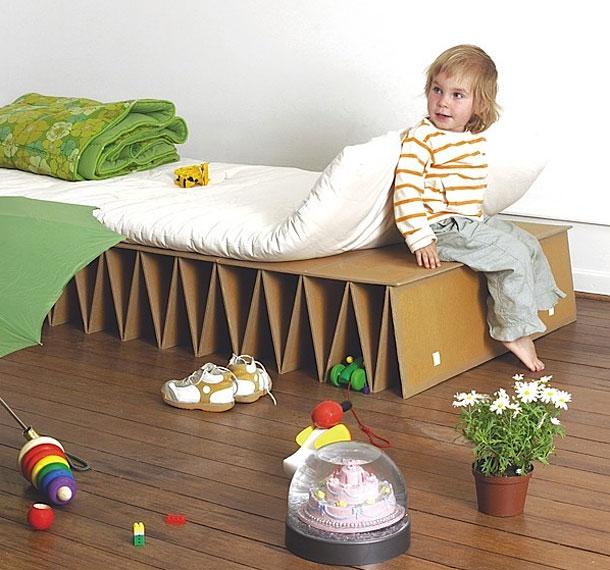 سرير الكرتون