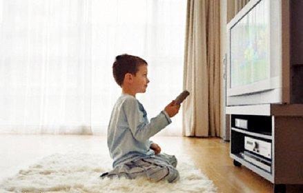 مشاهدة الأطفال للتلفاز يزيد من مستواهم الدراسي