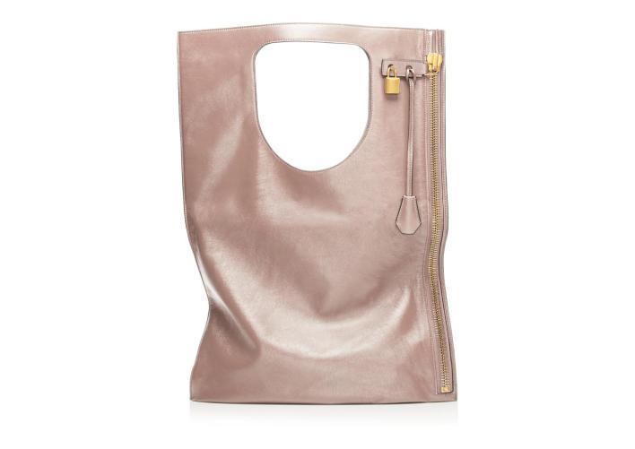 كورتني كارداشيان و آخر تصميم من حقائب توم فورد الطويلة (1)