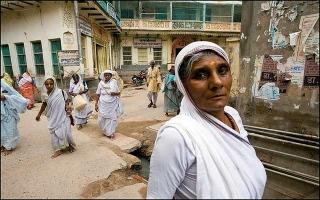 مدينة فريندافان: تحتضن أرامل الهند في انتظار الموت