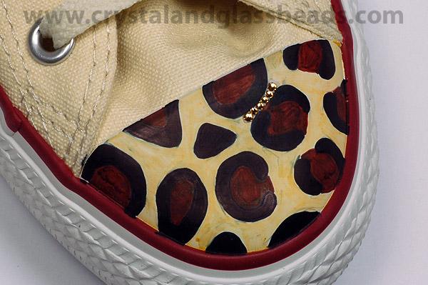 كيف تضيفين تصميم الليبورد ( الفهد المنقط ) بكريستالات ملونة على حذائك ! (9)
