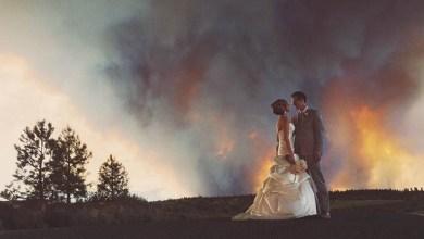 صور ، رغم إندلاع حريق في حفل زفافهم اكملوا التقاط الصور