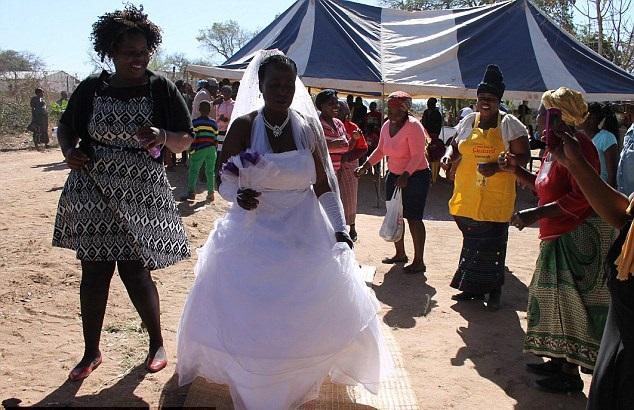 ستينية تتزوج طفل 5
