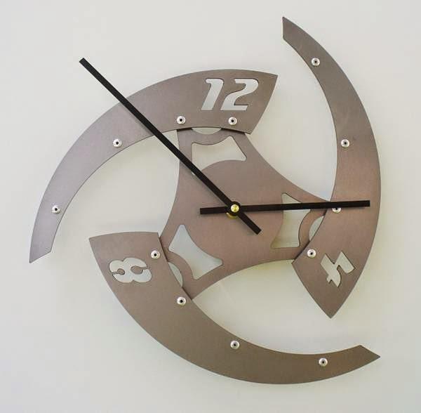 ساعات الحائط والمكتب.9