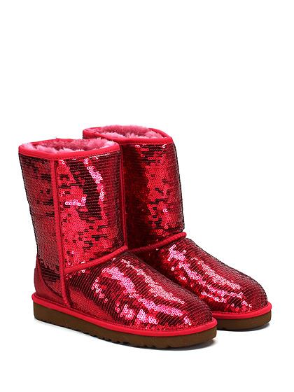حذاء كاحل باللون الأحمر