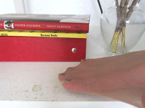 لتنظيف رفوف الكتب من الغبار