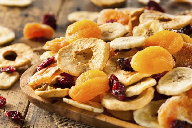 فوائد وأضرار بعض الفواكه المجففة