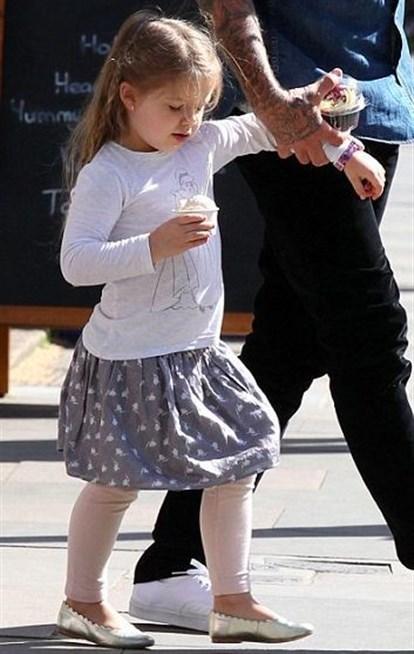 هاربر بيكهام إبنة فيكتوريا وديفيد بيكهام حيث الأناقة والأطلالات الجميلة