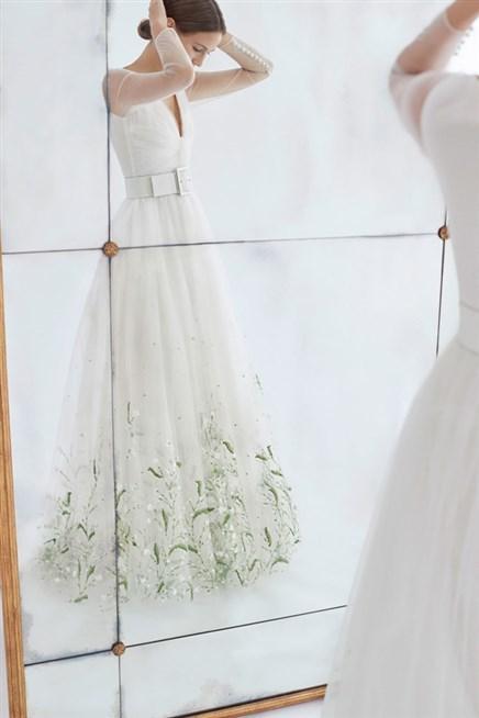 فساتين الزفاف الموقّعة من كارولينا هيريرا لخريف 2018 واستوحي منها ما يتلاءم مع شخصيّتك