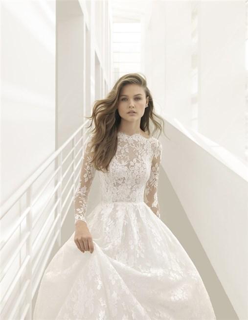 روزا كلارا الخاصة تقدم في مجموعتها الجديدة لخريف 2018 فساتين زفاف عصرية
