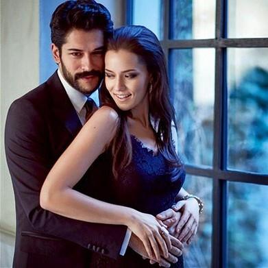 النجمة التركيةفهرية أفجان ترفض جميع العروض الفنية من أجل الحمل