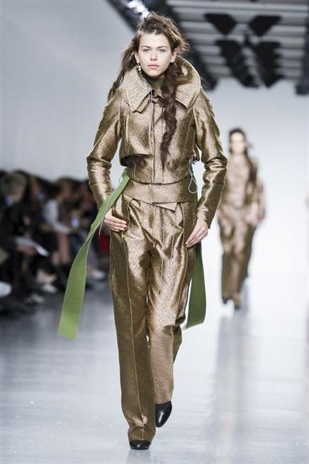 العرض الشتوي لأزياء أنطونيو بيراردي بلمسات مبتكرة