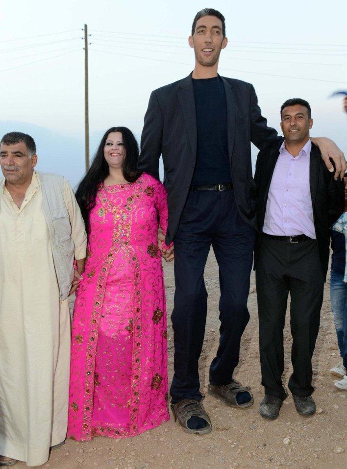 فيديو و صور لحفل زفاف أطول رجل بالعالم من شابة سورية