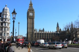 Travel the World - Just Don't be Scammed in London House of Parliament
