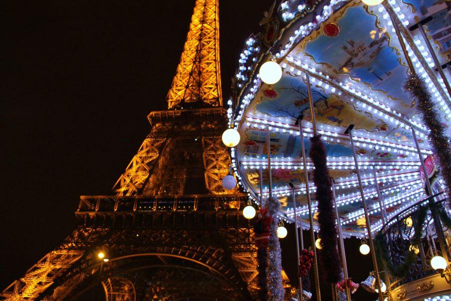 A parigi si è certi che è arrivato il natale quando le strade si riempiono di chalet montani e. Ontheroad News Natale A Parigi Sara Spettacolare Come Sempre